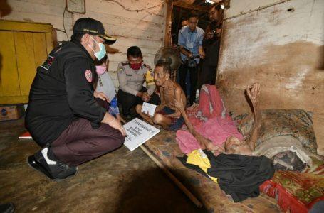 Berikan Bantuan BLT-DD, Bupati Kampar Kunjungi Pak Hara dan Istri