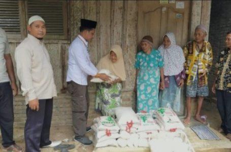 Cabup Sergai Darma Wijaya Serahkan Bantuan Sembako Untuk Masyarakat Desa Paya Pasir