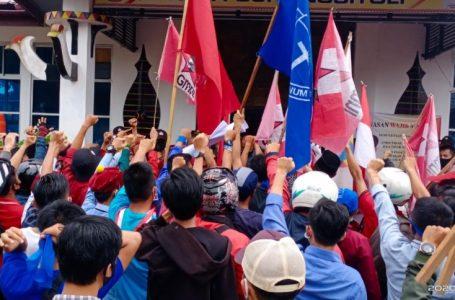 Tolak UU Cipta Kerja, Ratusan Masa Cipayung Sambangi Kantor DPRD Kota Gunungsitoli