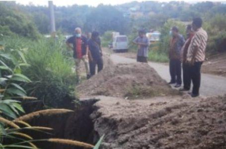 Bupati Karo Perintahkan PUPR Segera Perbaiki Jalan Amblas di Ring Road Rumah Kabanjahe