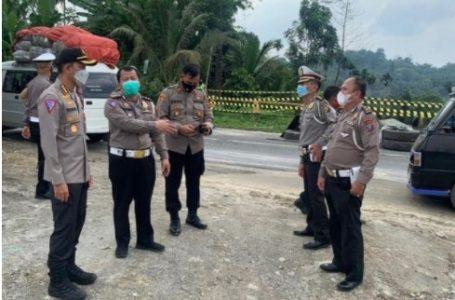 Dirlantas Polda Sumut Tinjau Longsor Jalan Medan-Berastagi