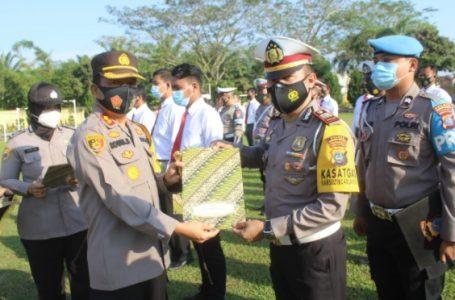 36 Personil Polres Sergai dan Desa Kampung Tangguh Raih Reward Kapolres