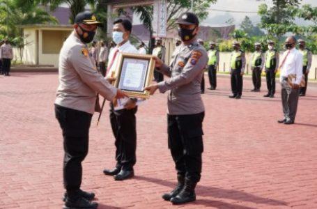 Kapolres Simalungun Berikan Piagam Penghargaan Untuk Personel Berprestasi