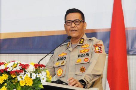 Polri Kerahkan Mobil Dapur Umum, Logistik, Kapal hingga Perahu Karet Bantu Korban Banjir NTT