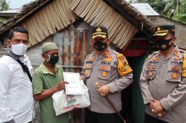 Kapolres Batubara Salurkan Bansos Kapoldasu Untuk Warga Desa Perupuk