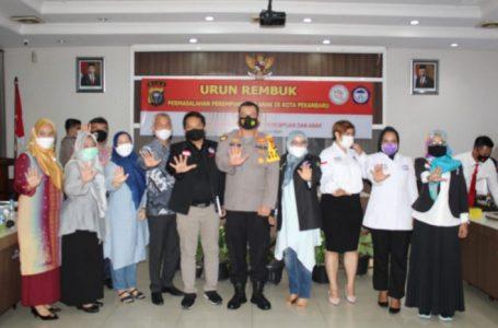 Kapolresta Pekanbaru Bersama Empat Personil Terima Penghargaan dari TRC PPA Indonesia