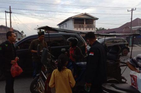 Garda Bangsa Kota Tanjung Balai Bagi Takjil dan Masker