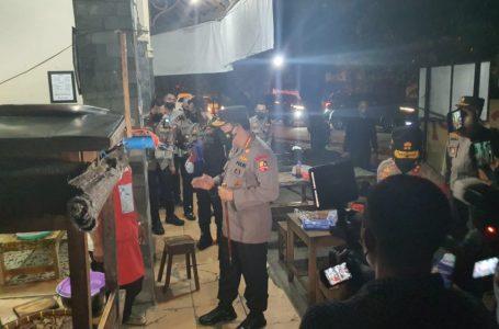 Kapolri Blusukan di Solo Bagi-bagi Sembako ke Warga dan Pedagang Angkringan