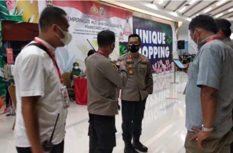 Kapolsek Medan Timur Tinjau Masyarakat Jalani Vaksinasi Massal Dosis II