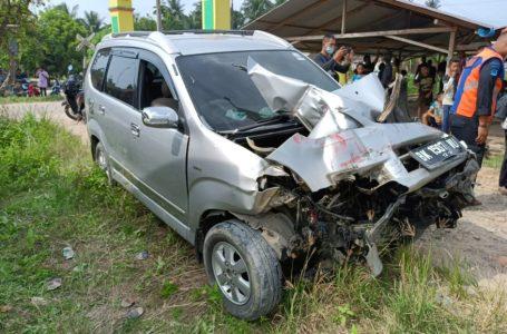 Kereta Api Tangki Minyak Tabrak Mobil Avanza di Pulo Bandring