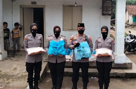 Keliling Kampung, Ditpamobvit Polda Banten Salurkan Sembako Door To Door