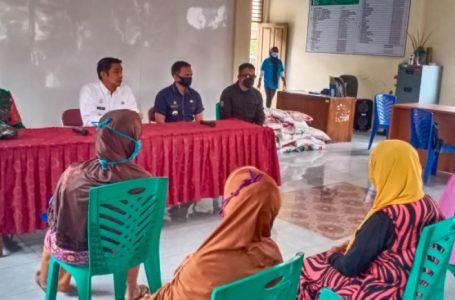 Walikota Berikan Bantuan Pangan Ke Warga Siantar Barat, Tim Covid-19 SB Semprot Disinfektan di Gang Kopral