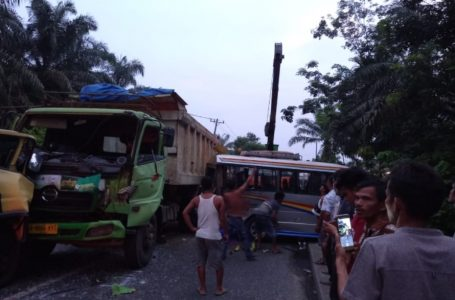 Empat Mobil Tabrakan Beruntun di Jalinsum Sei Simangalam Samporik Labura