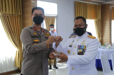 Waka Polda Sumut Berikan Suprise di Hari Jadi TNI AL ke-76