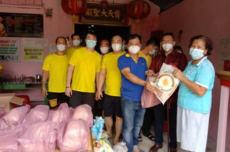 Peringati HUT Ke-22, Vihara Thai Seng Hutco Bagikan 268 Paket Sembako Untuk Masyarakat