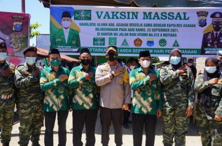 Polres Asahan Gelar Vaksinasi dan Bagi Sembako di Kantor PC NU