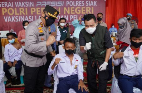 Kapolda Riau Kunker ke Siak Tinjau Pelaksanaan Vaksinasi Covid-19 Bagi Lansia dan Pelajar