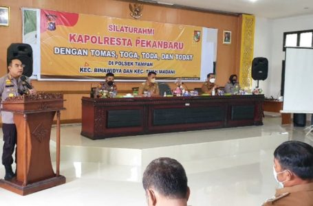 Kapolresta Pekanbaru Jalin Silahturahmi bersama Tomas, Toga, Toda dan Todat di Kantor Camat Bina Widya